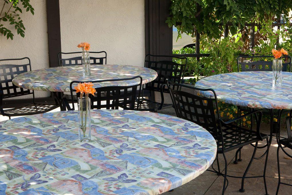 18 6120 premium vinyl spring boquet tablecloth