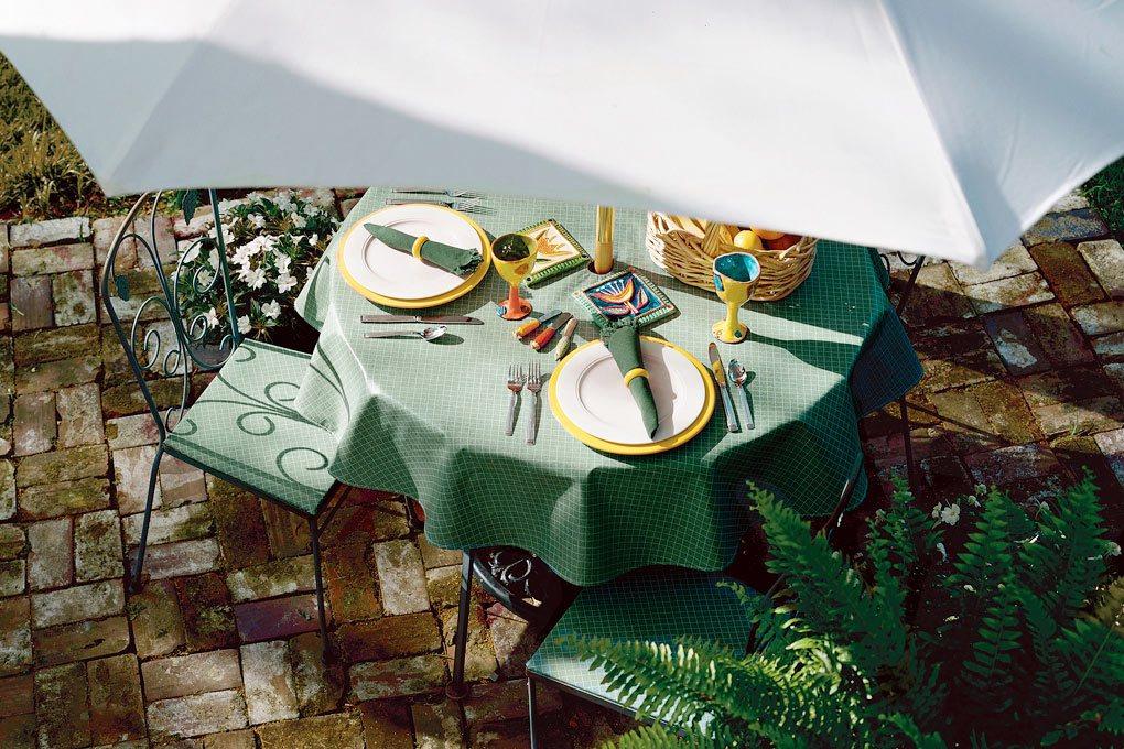 3 9806 classic vinyl hunter tablecloth
