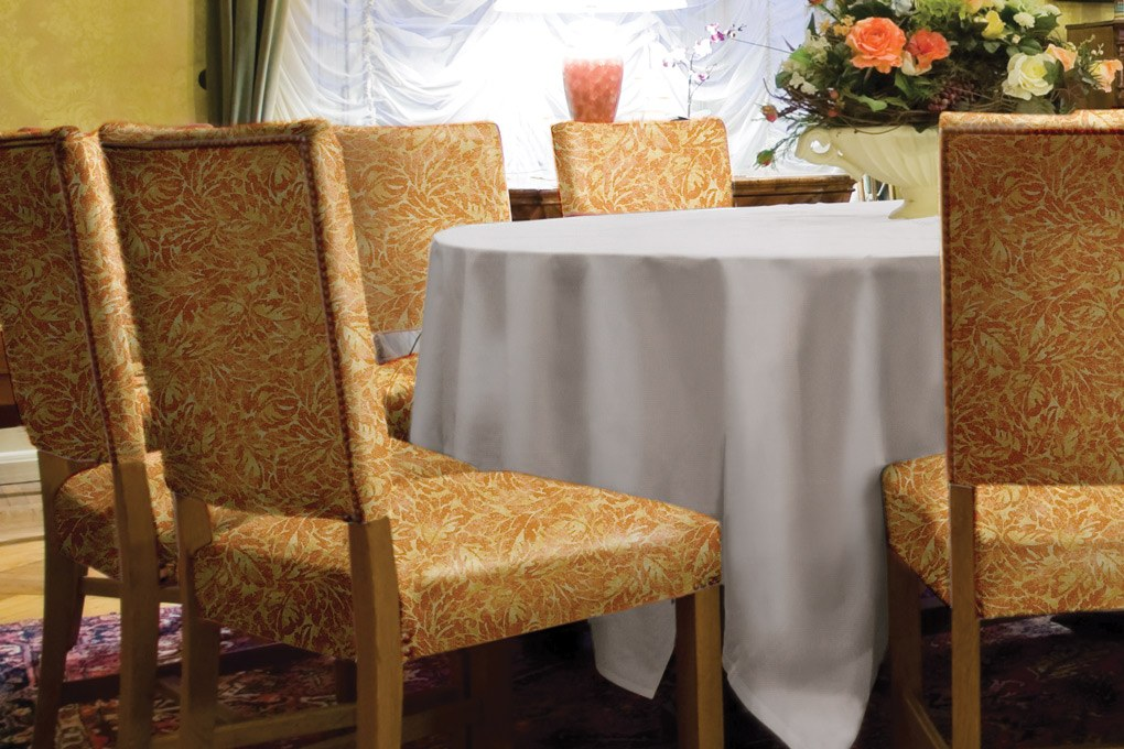 4 9808 classic vinyl white tablecloth